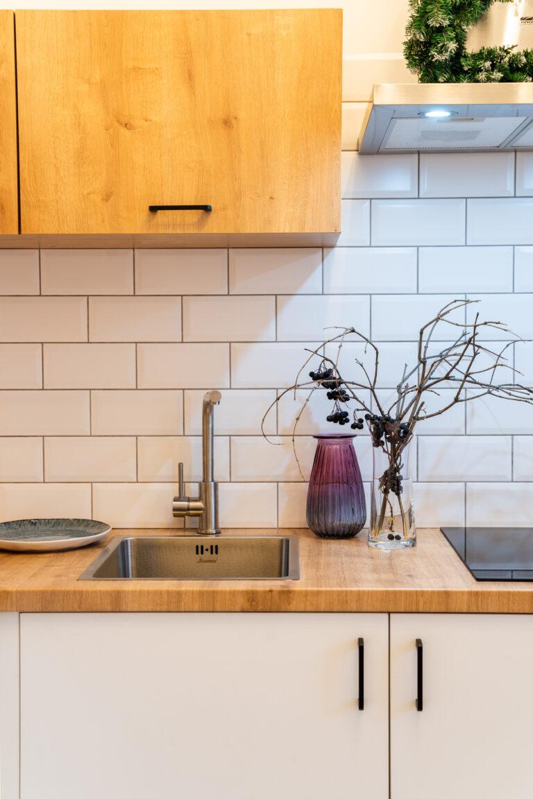 Скандинавская кухня с плиткой под кирпич