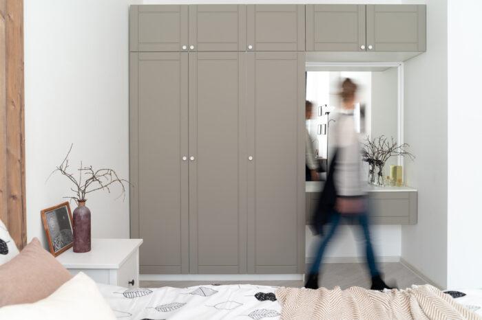 шкаф в спальне в скандинавском стиле