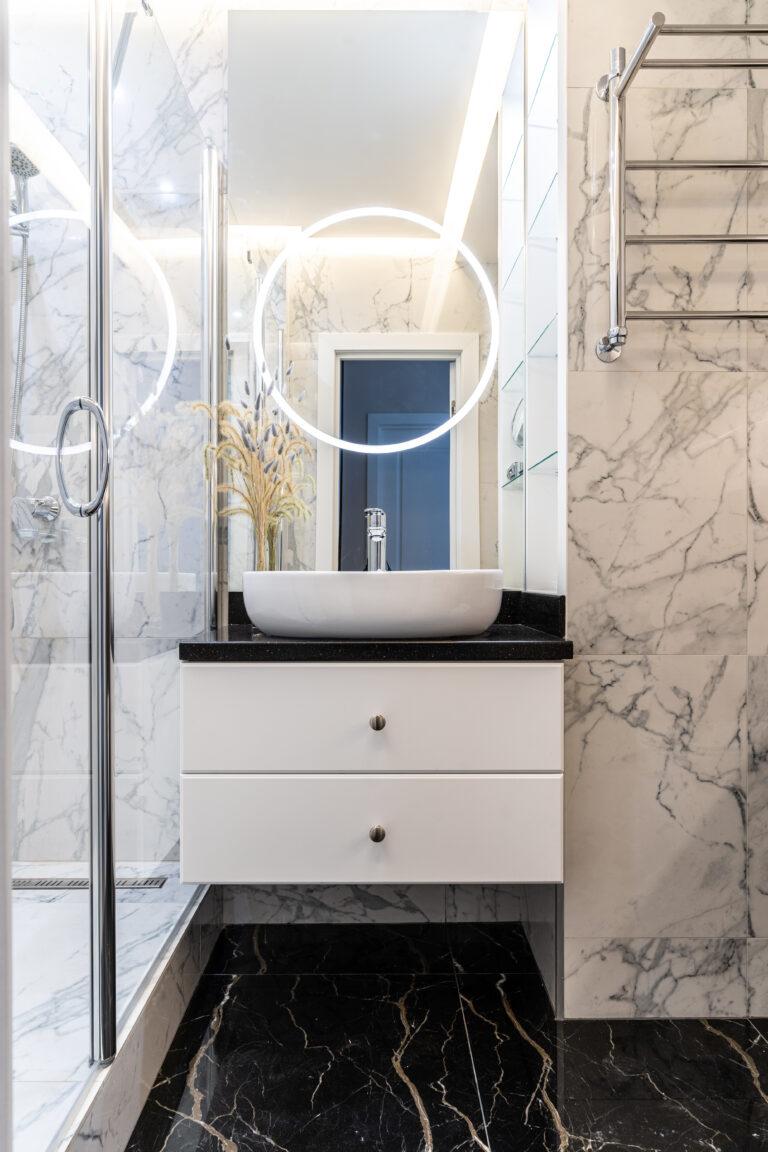 Ванная комната в черно-белом