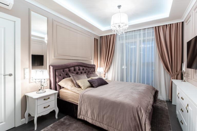 Спальная комната в теплых оттенках