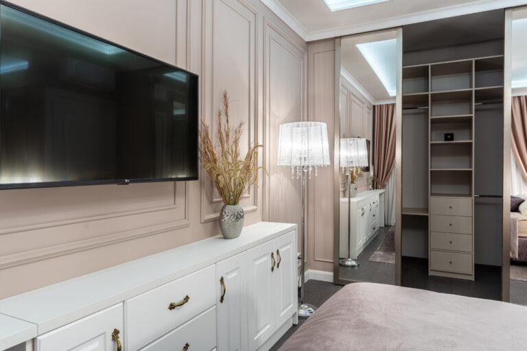 фото спальни с розовыми стенами