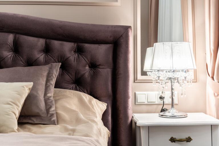 Кровать в стиле неоклассика