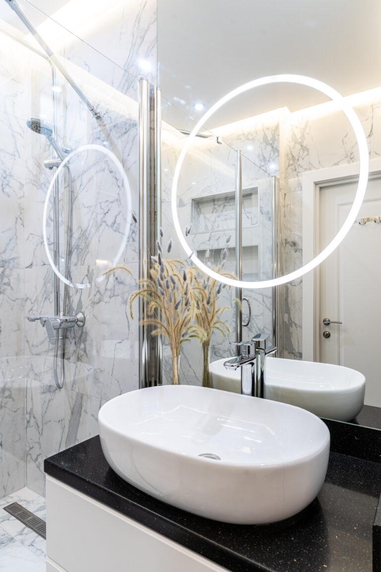 Дизайнеркая белая ванная комната