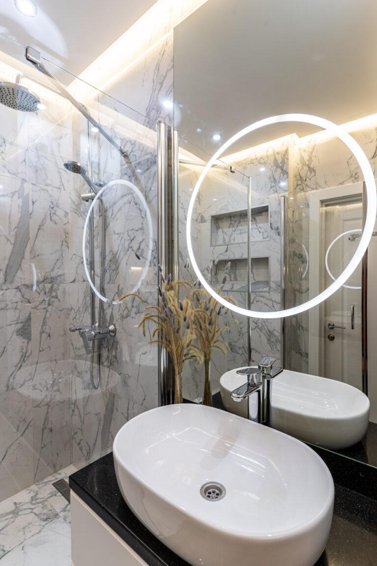 Большое зеркало с диодной подсветкой