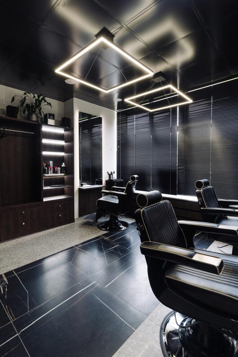дизайн парикмахерской в черном
